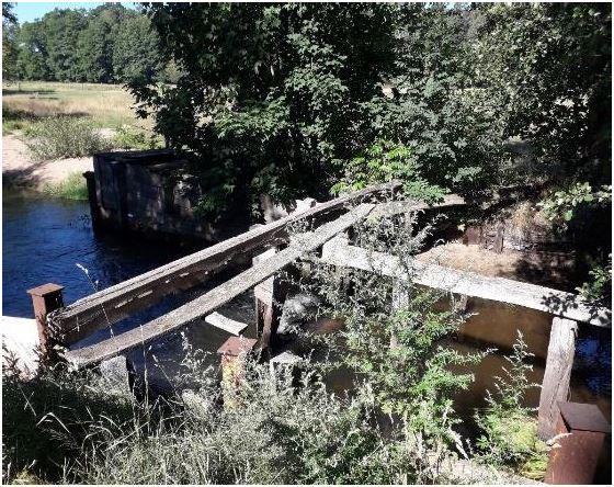 Aalfang im Hintergrund mit aktueller Zuwegung (Brücke)