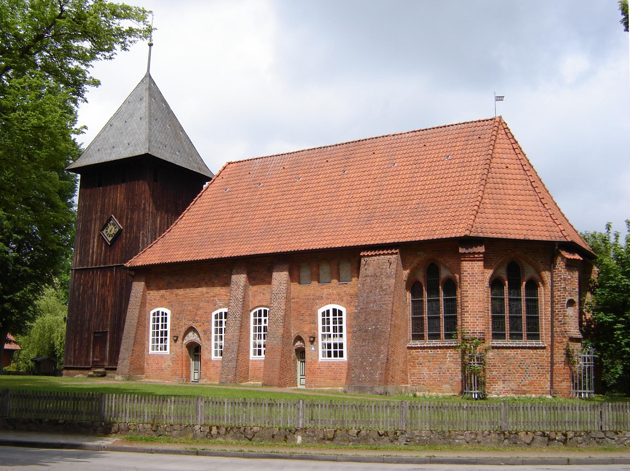 Quelle: https://de.wikipedia.org/wiki/St._Laurentius_(Müden)#/media/Datei:Muedenkirche.jpg